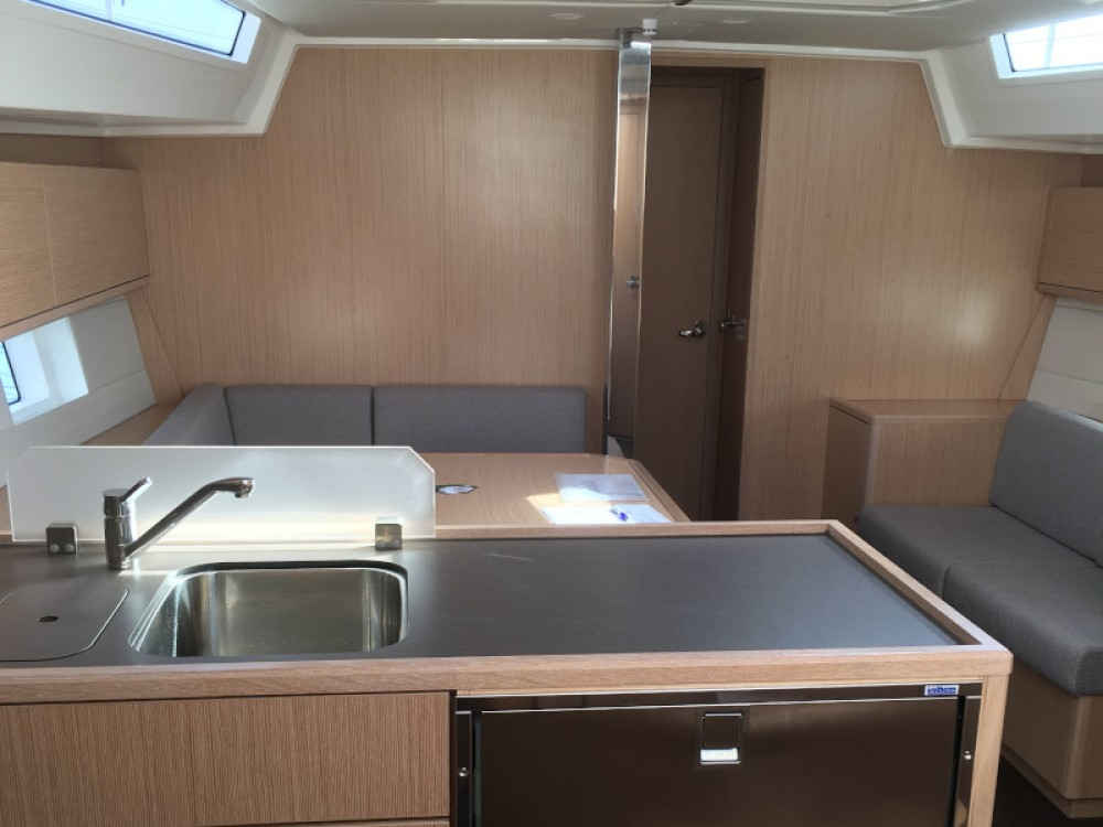 Sailboat for rent Palerme at the best price