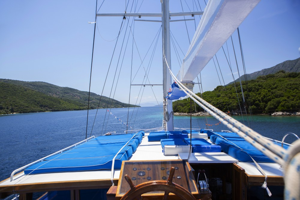 Boat rental  Gulet Artemis in Alimos Marina on Samboat