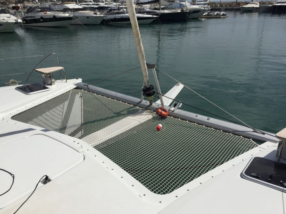 Boat rental Fountaine Pajot Lucia 40 in Saint-Mandrier-sur-Mer on Samboat
