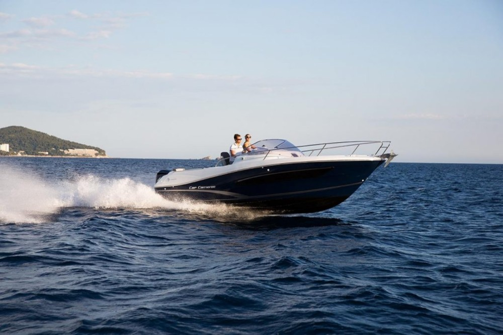 Motor boat for rent Le Lavandou at the best price