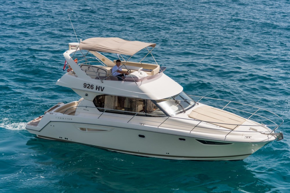 Boat rental Jeanneau Prestige 400 Fly in Split on Samboat