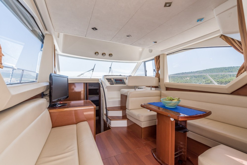 Rent a Jeanneau Prestige 400 Fly Split