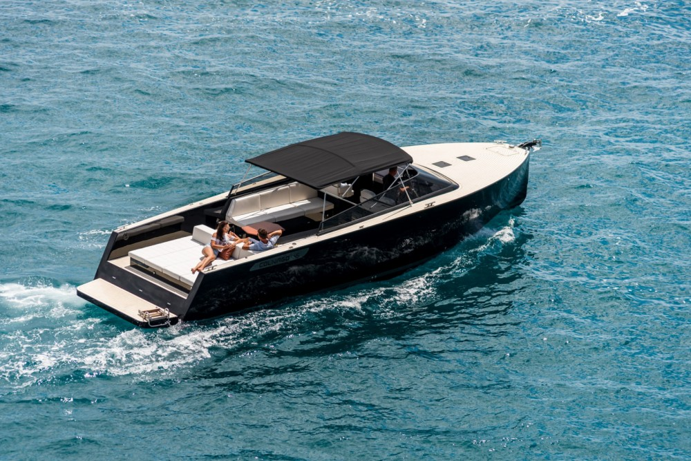 Hire Motor boat with or without skipper Colnago Split