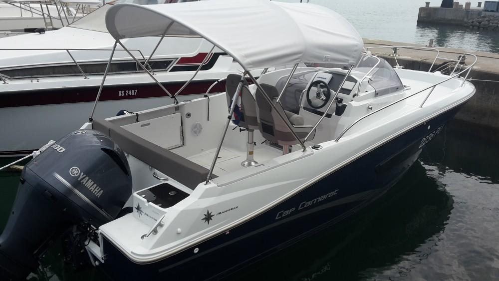 Boat rental Jeanneau Jeanneau Cap Camarat 7.5 WA SERIE 2 in Medulin on Samboat