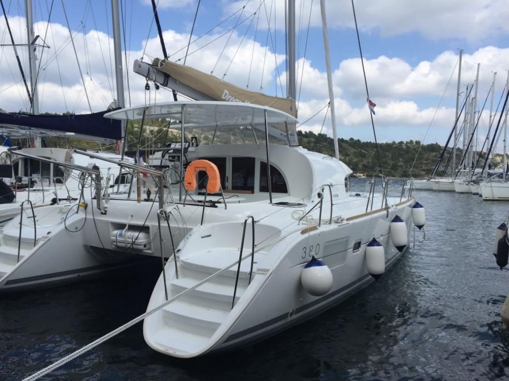 Rental Catamaran in Saint-Mandrier-sur-Mer - Lagoon Lagoon 380