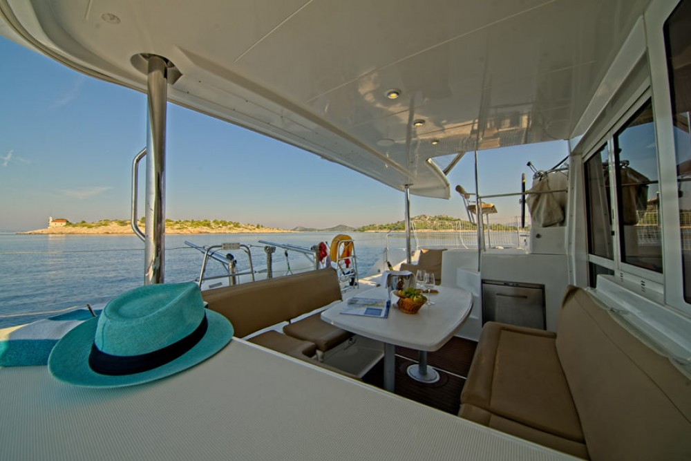 Rental Catamaran in Murter - Lagoon Lagoon 400