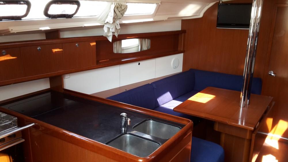 Boat rental Bénéteau Oceanis 37 in Medulin on Samboat