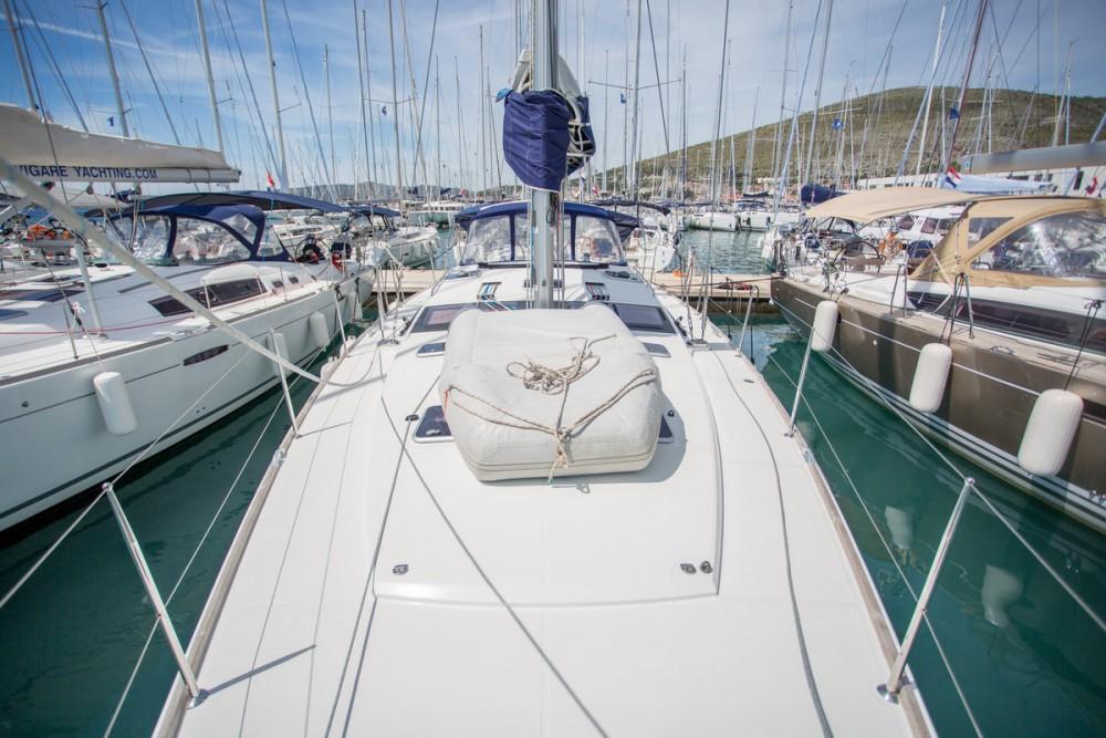 Boat rental Jeanneau Jeanneau 53 in Seget Donji on Samboat