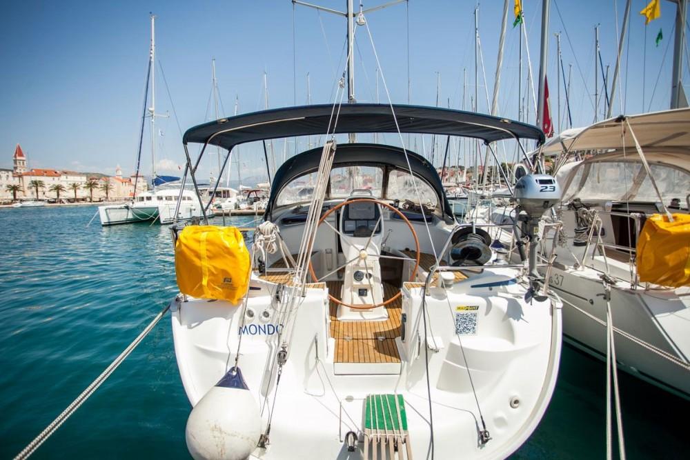 Rent a Bavaria Bavaria 37 Cruiser Trogir