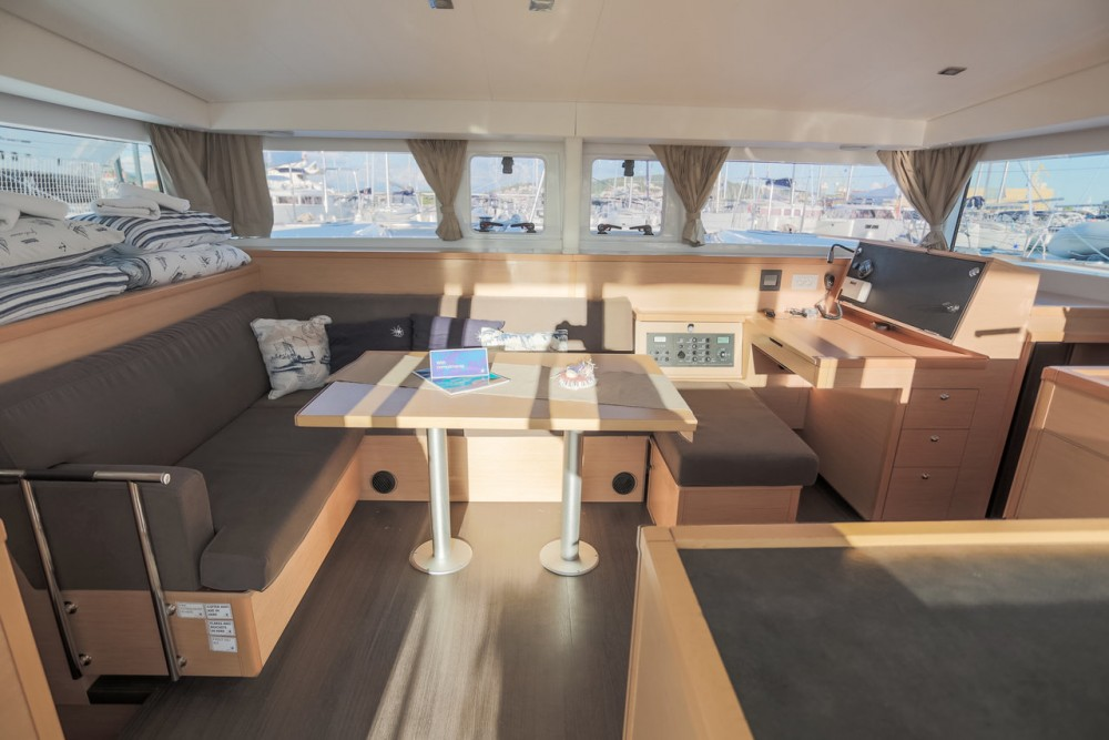 Rental Catamaran in Seget Donji - Lagoon Lagoon 400 S2 - 4 + 2 cab.