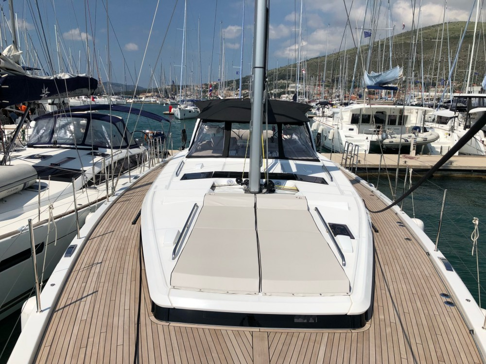Rental Sailboat in  - Bénéteau Oceanis Yacht 62