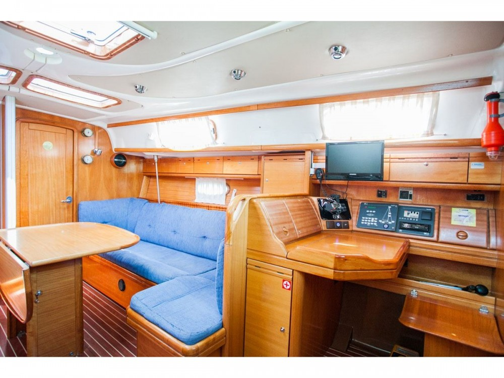 Boat rental Bavaria Bavaria 37 Cruiser in Trogir on Samboat