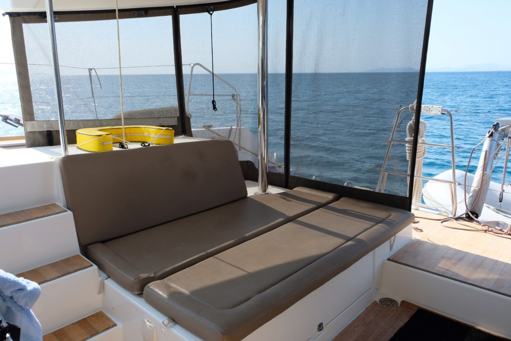 Boat rental Lagoon Lagoon 450 in Alimos Marina on Samboat