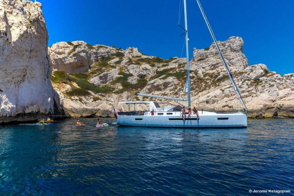Sailboat for rent Saint-Mandrier-sur-Mer at the best price
