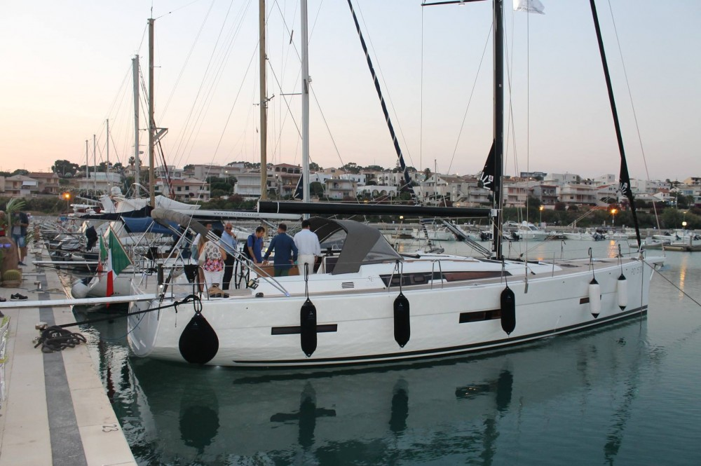 Sailboat for rent Marina di Ragusa at the best price