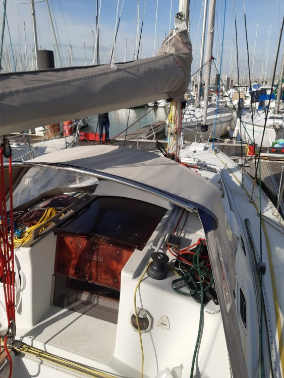 Hire Sailboat with or without skipper Kirie La Rochelle