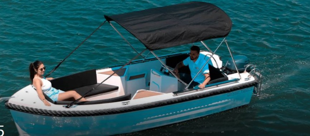 Rental Motorboat Silverton Yachts with a permit