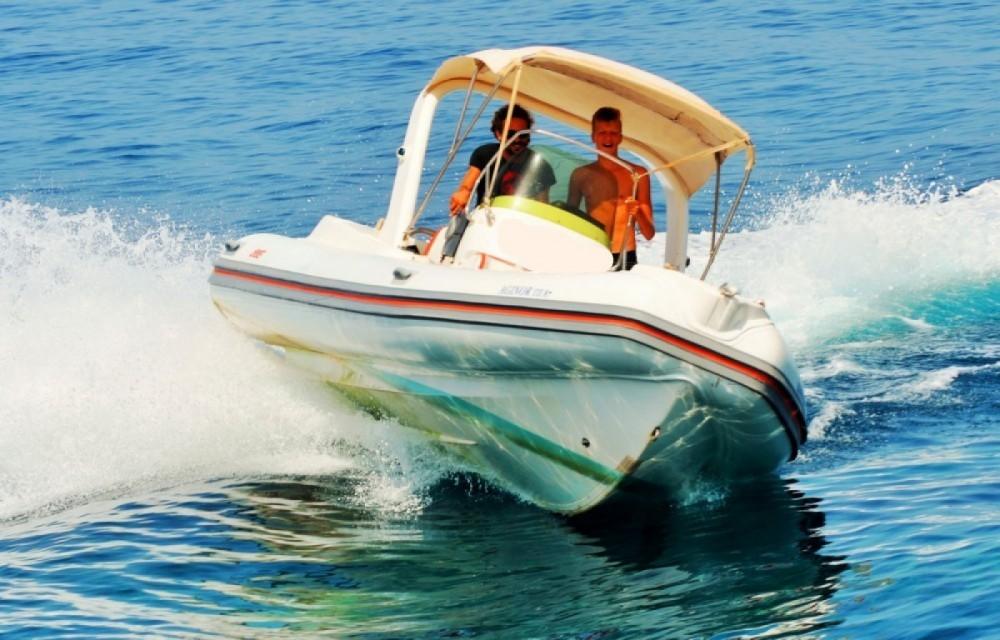 Boat rental Bat Indian in Gaios on Samboat