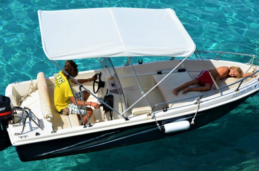Hire Motor boat with or without skipper Yachting Club