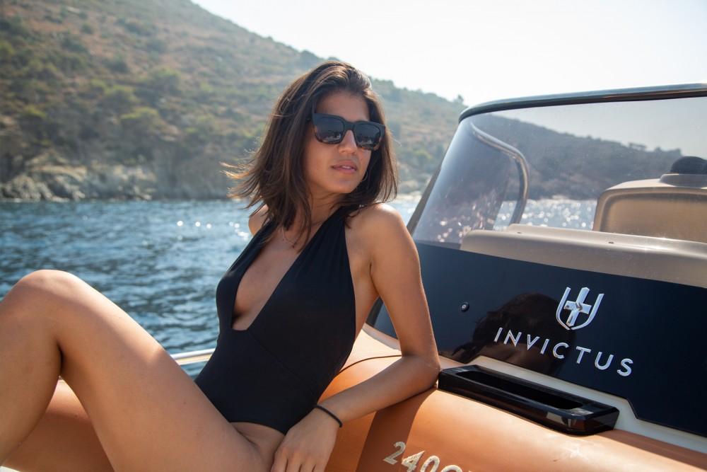 Rental yacht Roses - Invictus Invictus 240 CX on SamBoat