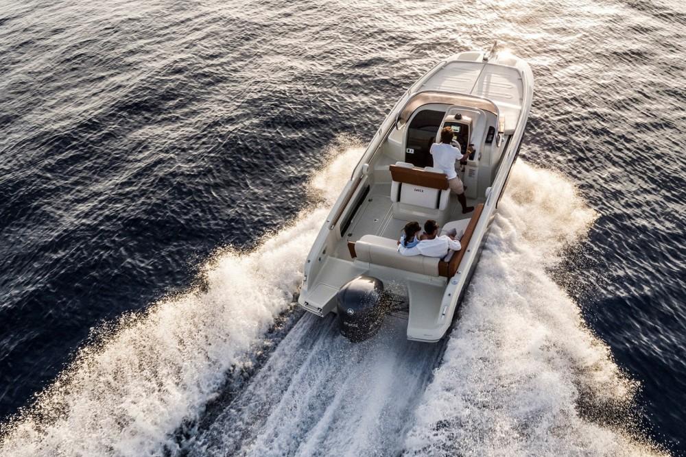 Boat rental Invictus Invictus 240 CX in Roses on Samboat