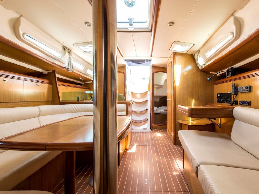 Jeanneau Sun Odyssey 42i between personal and professional Laurium