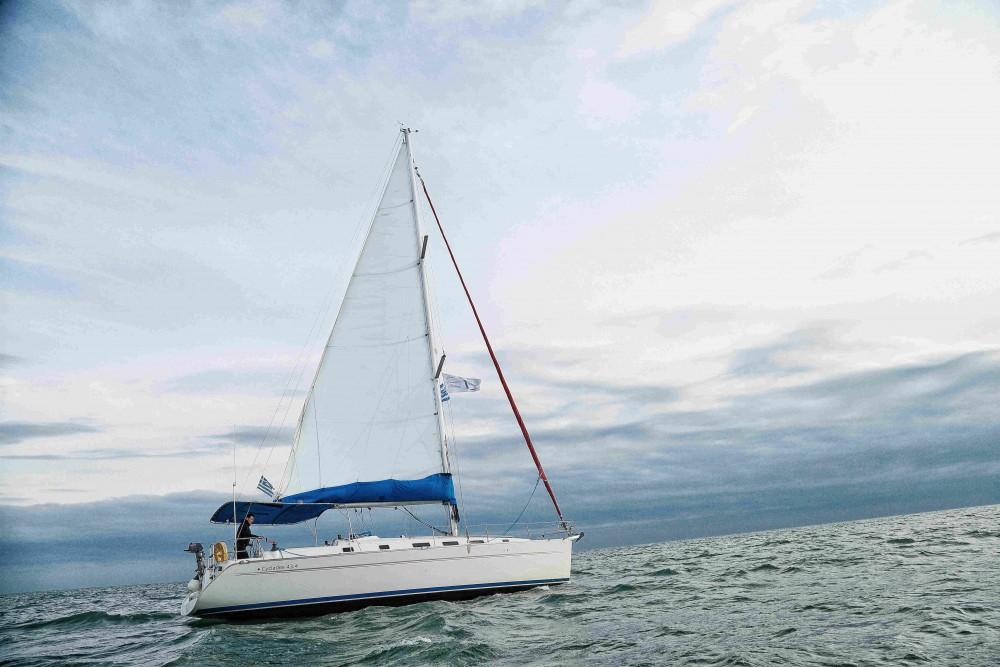 Rental Sailboat in Kassándreia - Bénéteau Cyclades 434