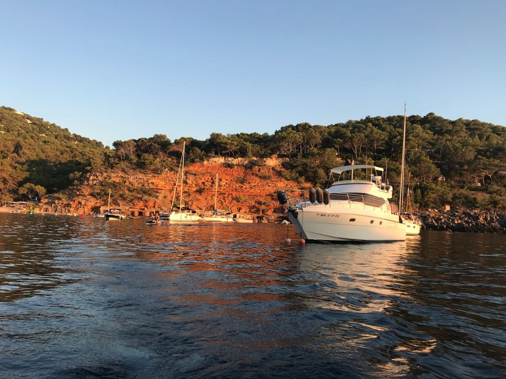 Hire Motorboat with or without skipper Azimut Ibiza