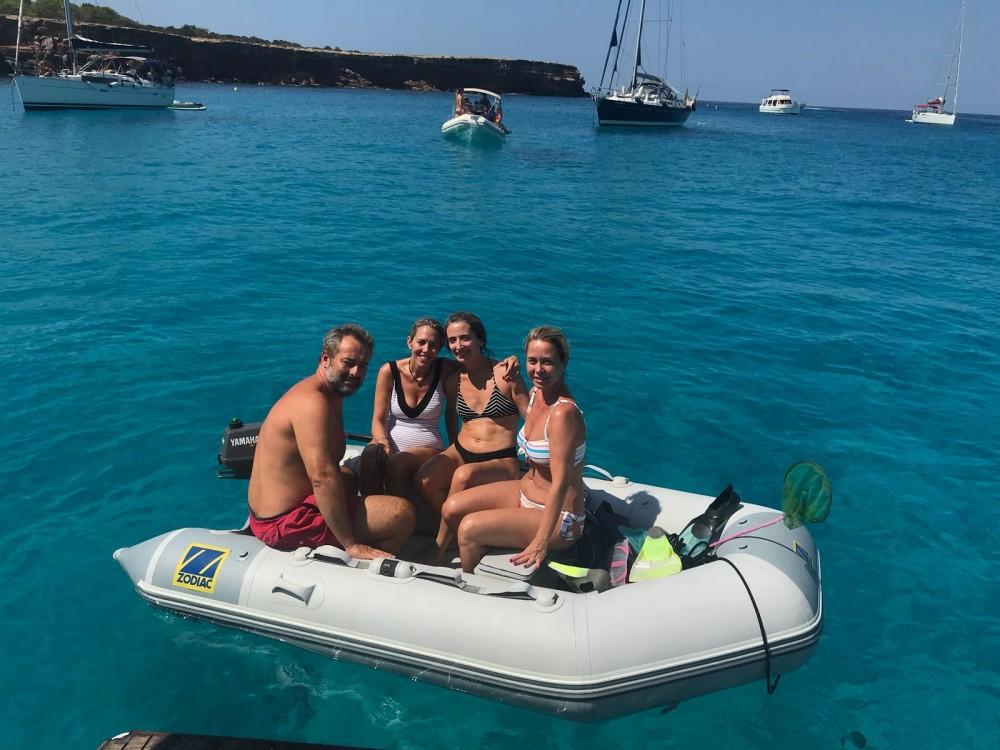 Boat rental Azimut Azimut 40 Fly in Ibiza on Samboat