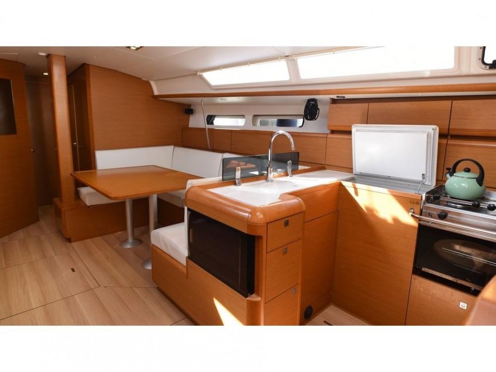 Boat rental Jeanneau Sun Odyssey 439 in Δήμος Βόλου on Samboat