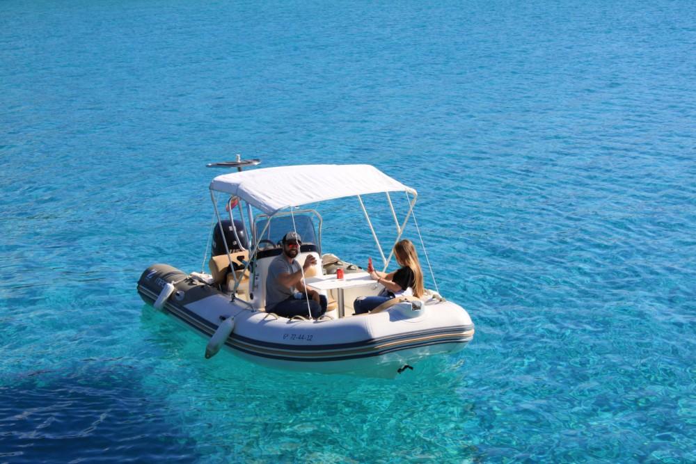 Rental yacht  - Zodiac Medline 550 Neo on SamBoat