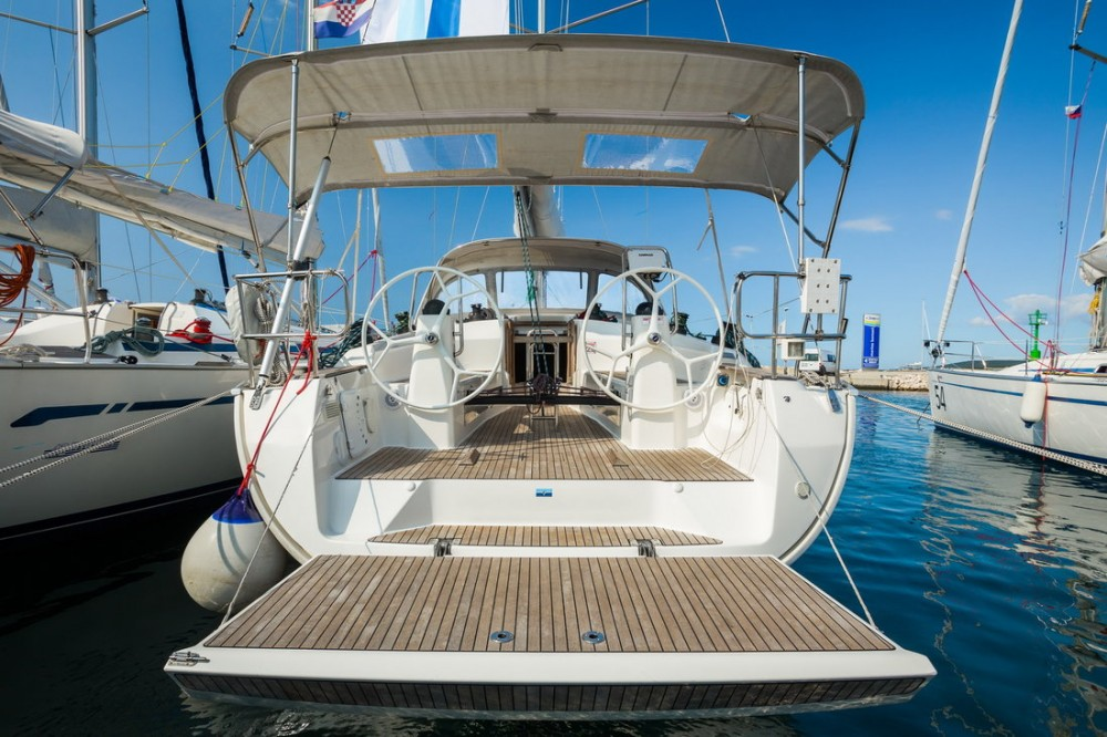 Boat rental Bavaria Bavaria Cruiser 40 S in Pirovac on Samboat