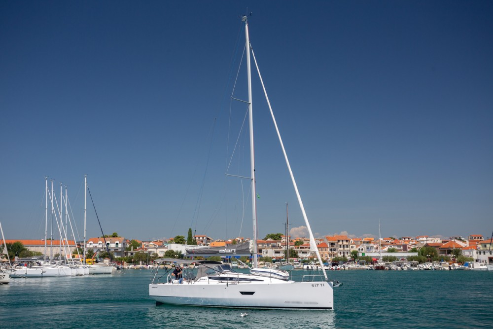 Rental yacht Pirovac - Elan Elan E4 on SamBoat