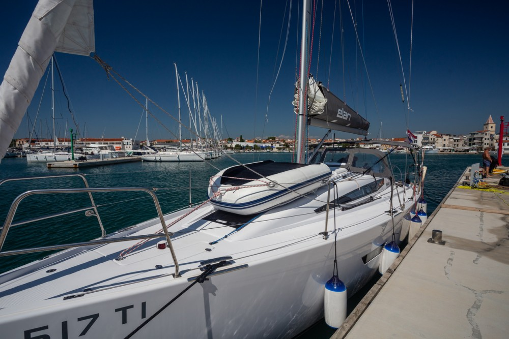 Boat rental  cheap Elan E4