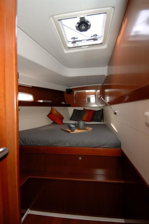 Boat rental Bénéteau Oceanis 50 Family - 5 + 1 cab. in Pirovac on Samboat