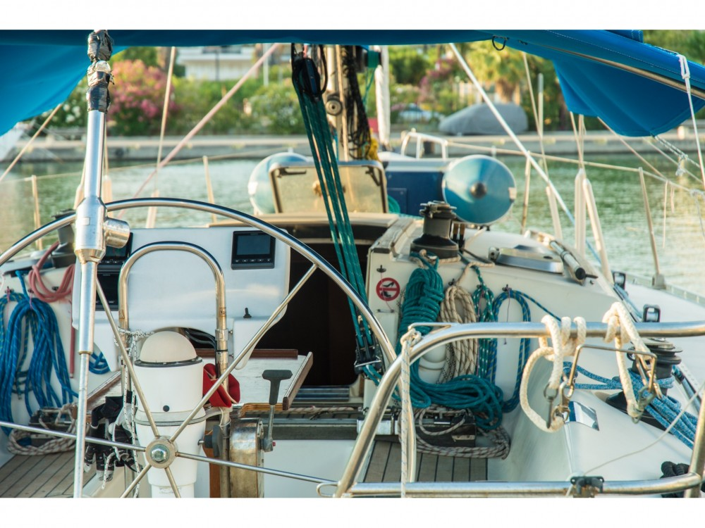 Boat rental Jeanneau Sun légende 41 in Municipality of Kalamata on Samboat