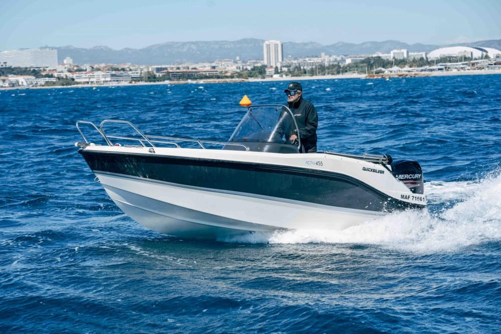 Boat rental Quicksilver Activ 455 Open in Marseille on Samboat
