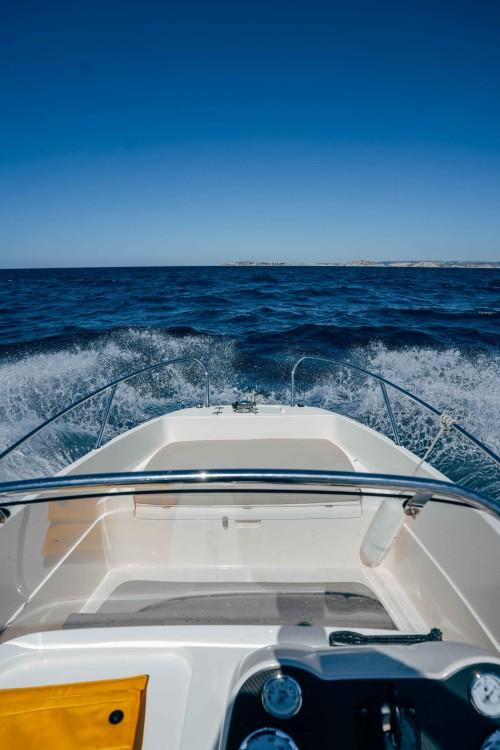 Boat rental Marseille cheap Activ 605 Open
