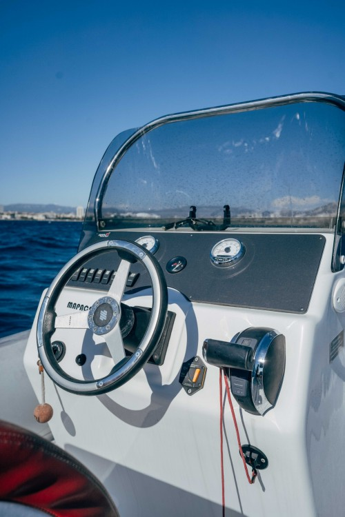 Boat rental MV Marine 770 in Marseille on Samboat