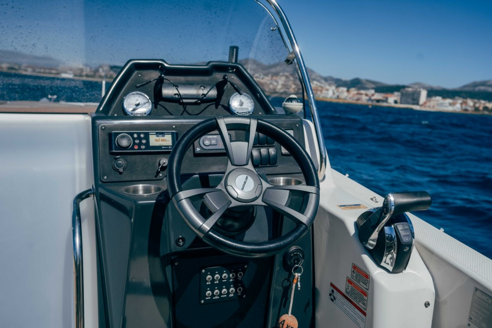 Rental Motor boat in Marseille - Quicksilver Activ 755 Sundeck