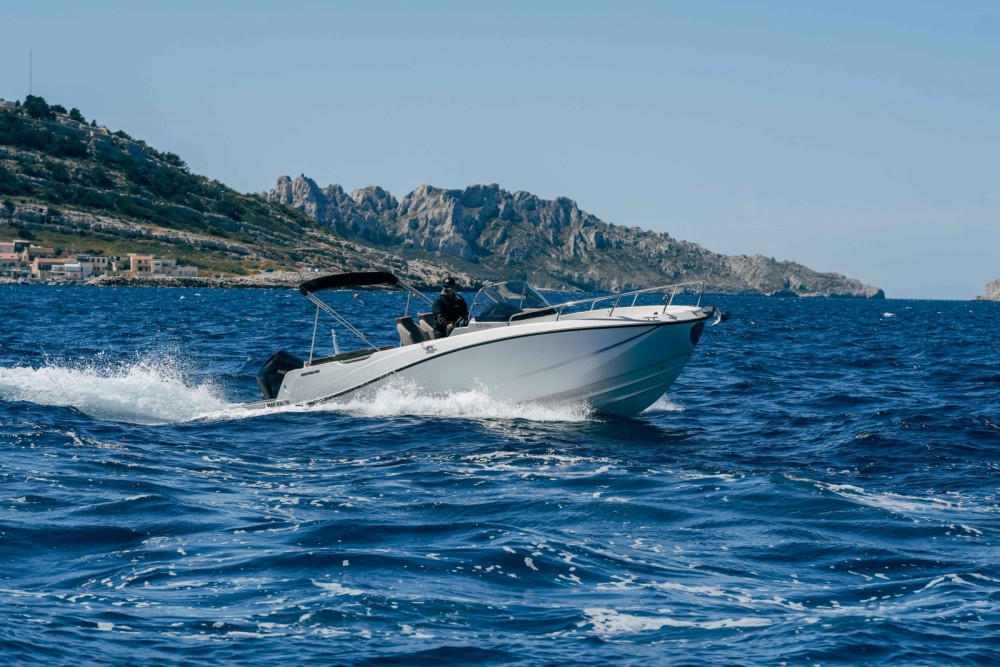 Rental Motor boat in Marseille - Quicksilver Activ 755 Open