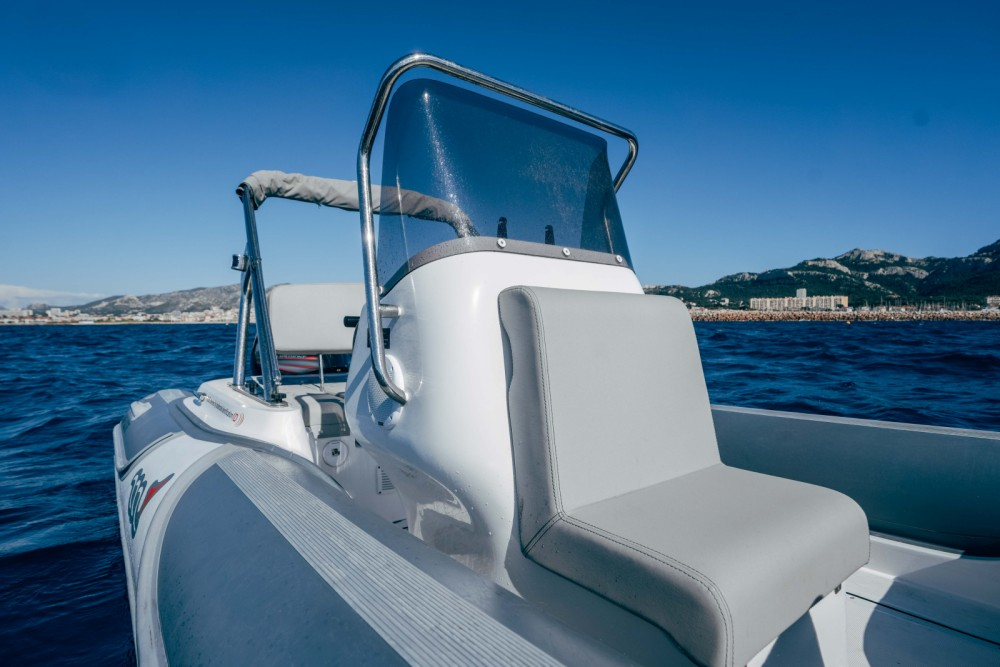 Boat rental MV Marine 620 in Marseille on Samboat