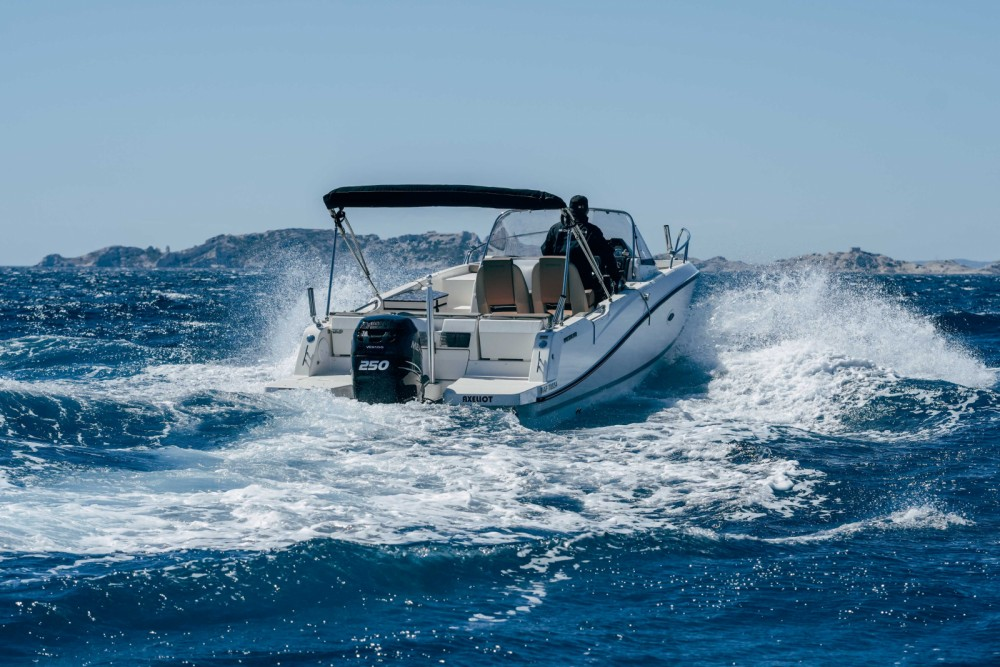 Quicksilver Activ 755 Sundeck between personal and professional Marseille