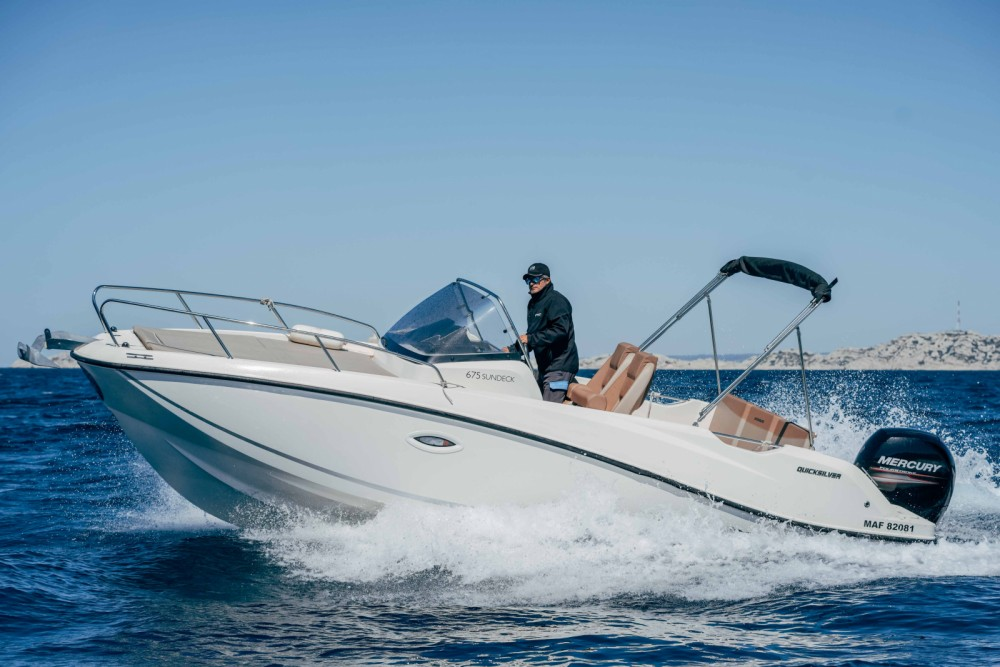 Quicksilver Activ 675 Sundeck between personal and professional Marseille