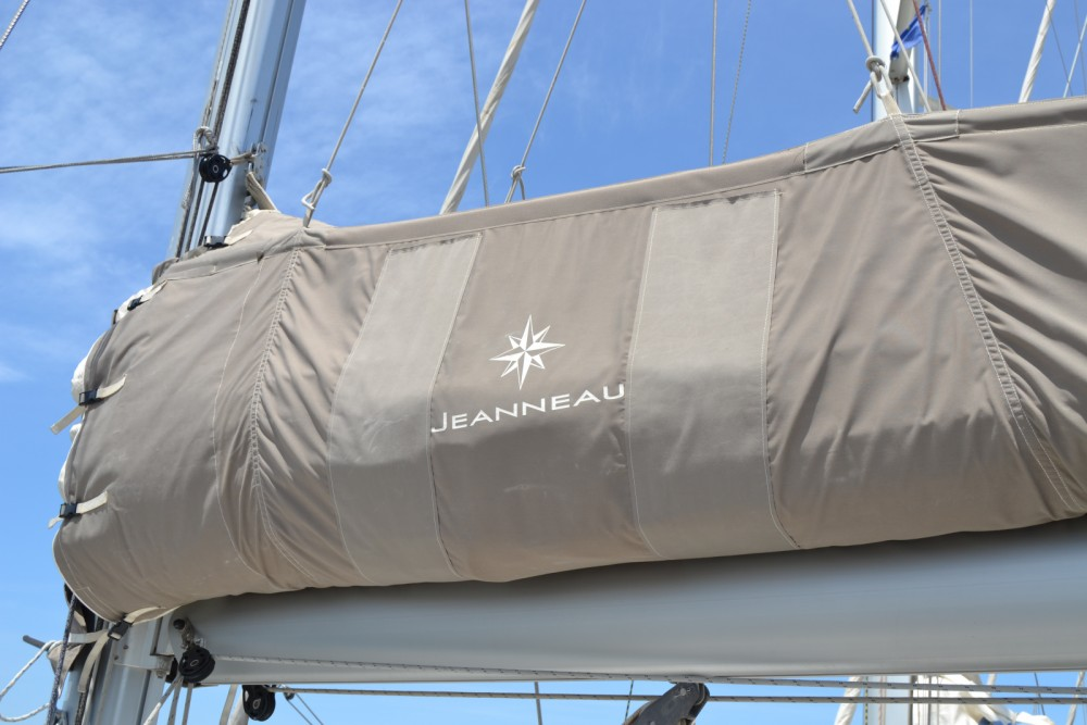 Hire Sailboat with or without skipper Jeanneau Valencia