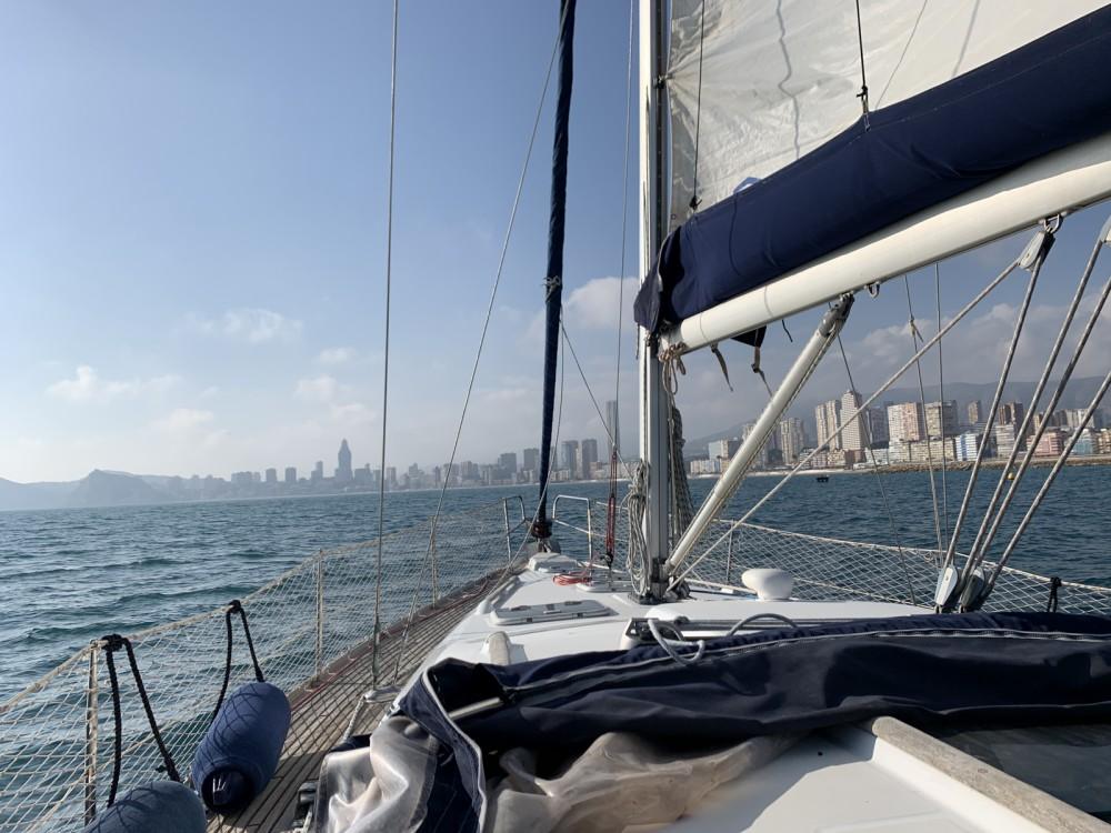 Boat rental Bénéteau Oceanis 393 Clipper in Altea on Samboat