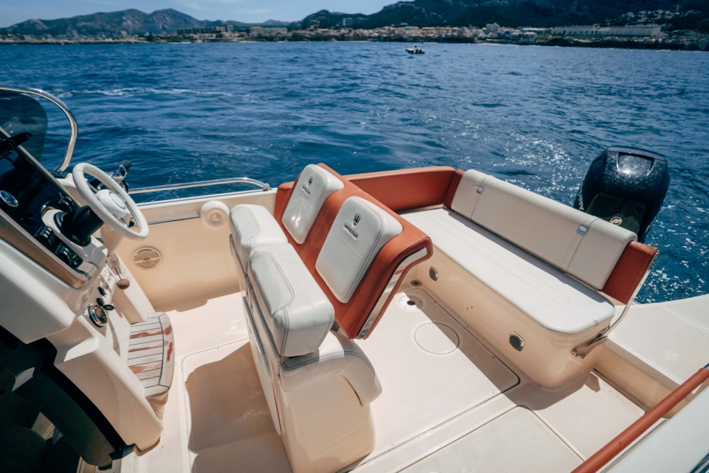 Hire Motor boat with or without skipper Invictus Marseille