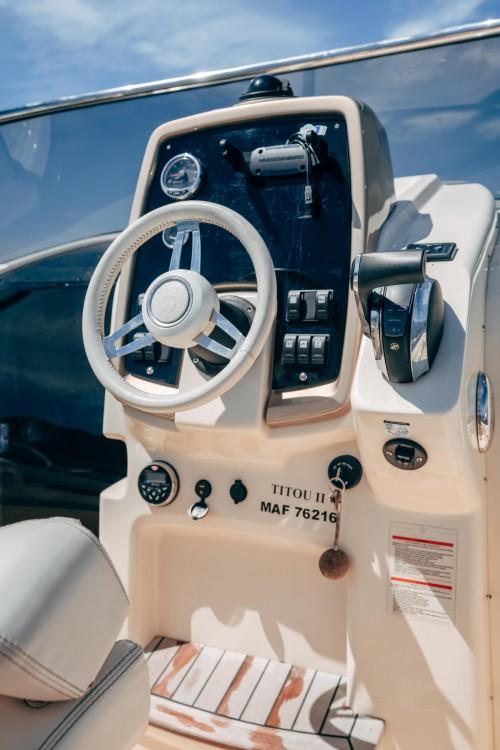 Rental Motor boat in Marseille - Invictus Invictus 240 CX