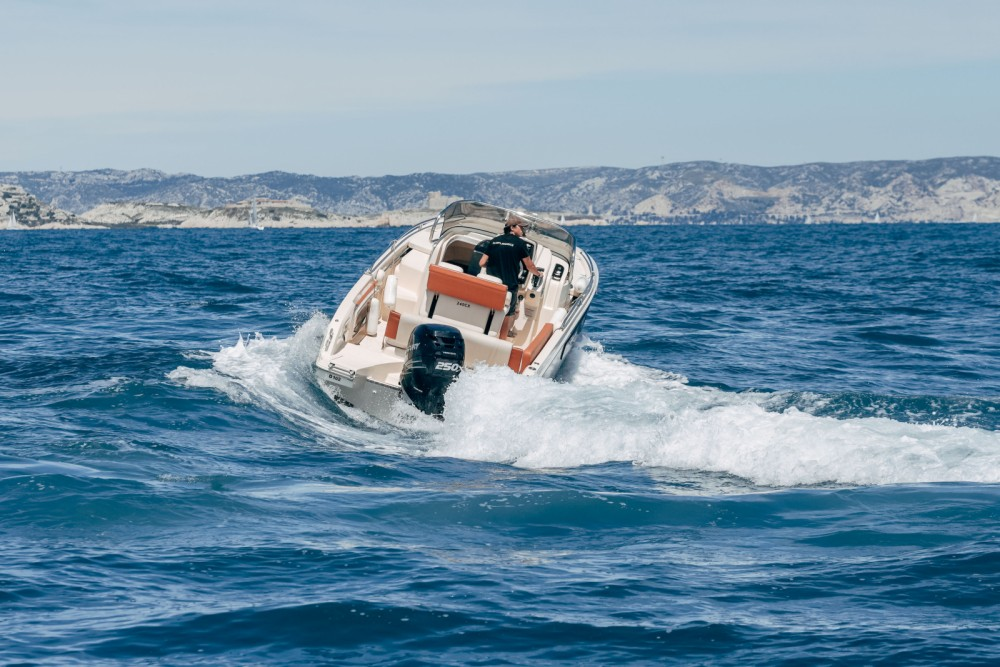 Rent a Invictus Invictus 240 CX Marseille