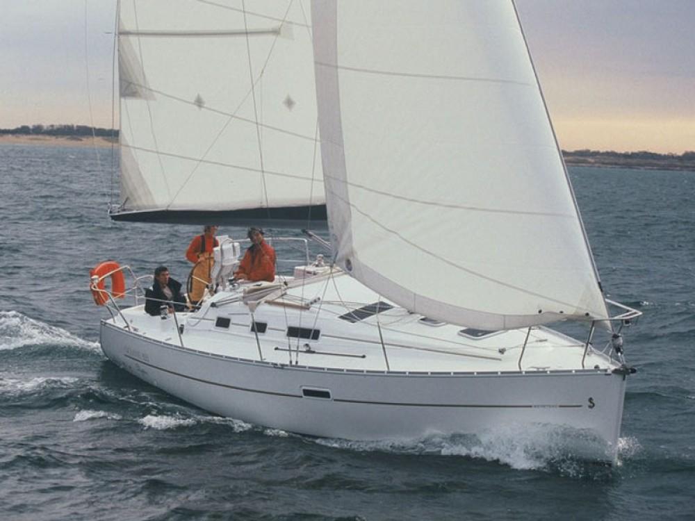 Rental Sailboat in  - Bénéteau Oceanis 323